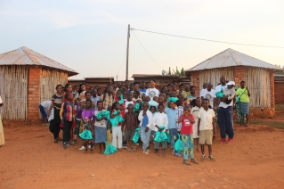 A good bye picture with some of the children that we met in Gitega